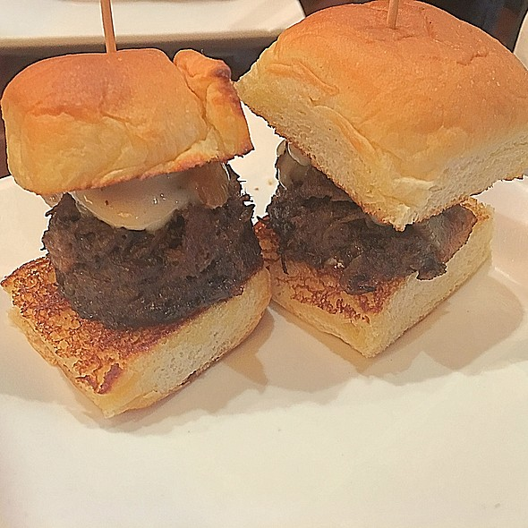 Beef Sliders With Cheese - Restaurant Epic, Honolulu, HI