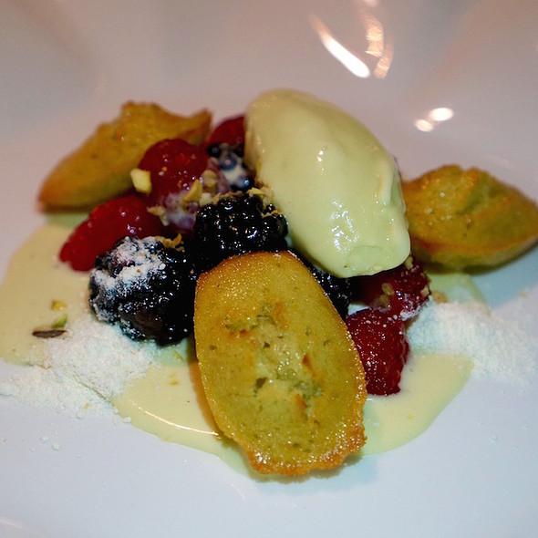 Tortino al pistachio - TOCA - Ritz Carlton Toronto, Toronto, ON