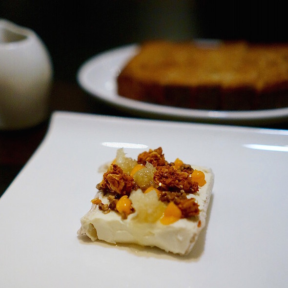 Délice de Bourgogne, honeycomb, buckwheat brioche, puffed buckwheat, sea buckthorn - Alo Restaurant, Toronto, ON