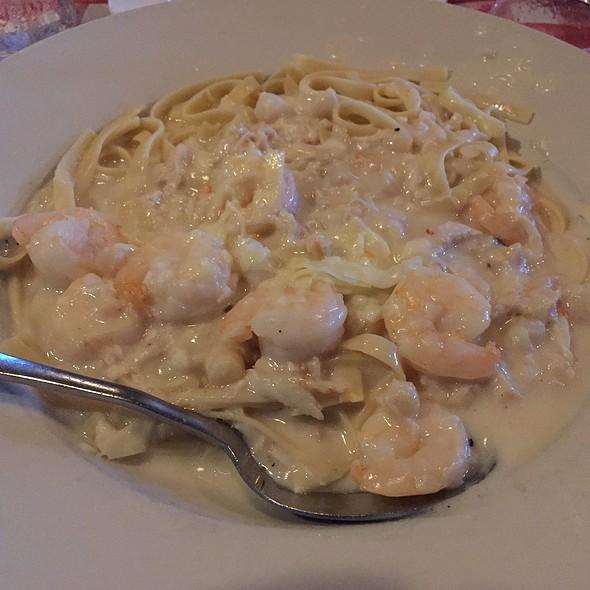 Seafood fettucini - Vinny Vanucchi's 'Little Italy' - Galena, Galena, IL