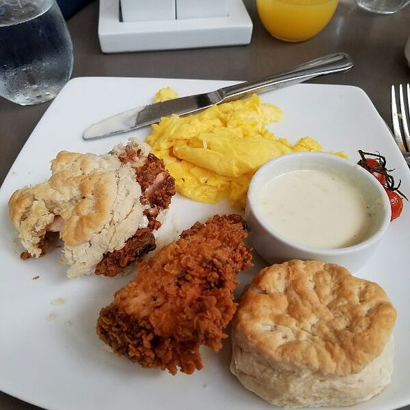 Chicken and biscuits - Bistro 300 - Hyatt Regency Baltimore, Baltimore, MD