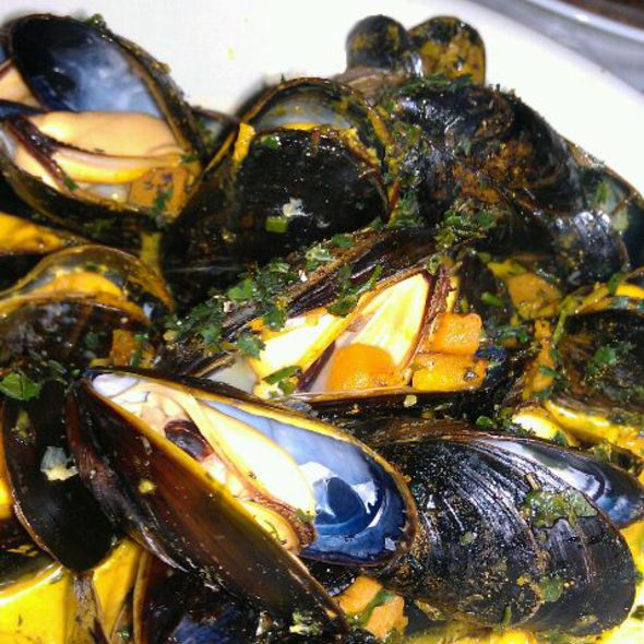 Curried PEI Mussels - Brasserie 73, Skippack, PA