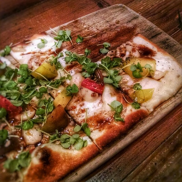 Heirloom Tomatoe Flatbread - Ten22, Sacramento, CA