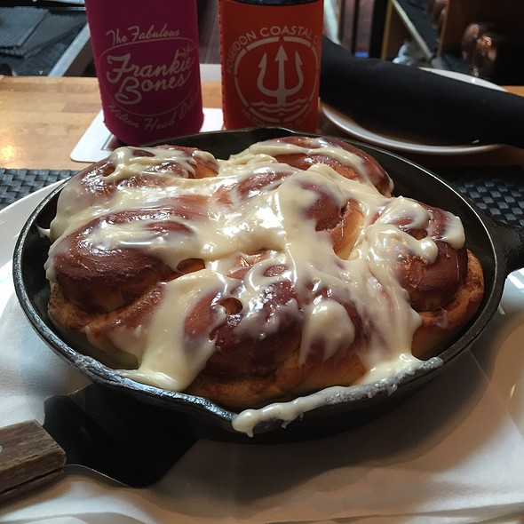 Cinnamon Rolls - Matchbox - Capitol Hill, Washington, DC