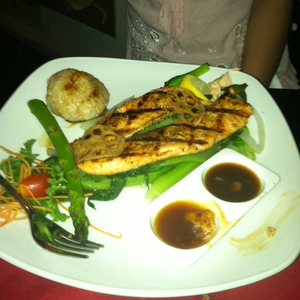 Grilled Salmon Platter - Elaine's Asian Bistro & Grill, Great Neck, NY