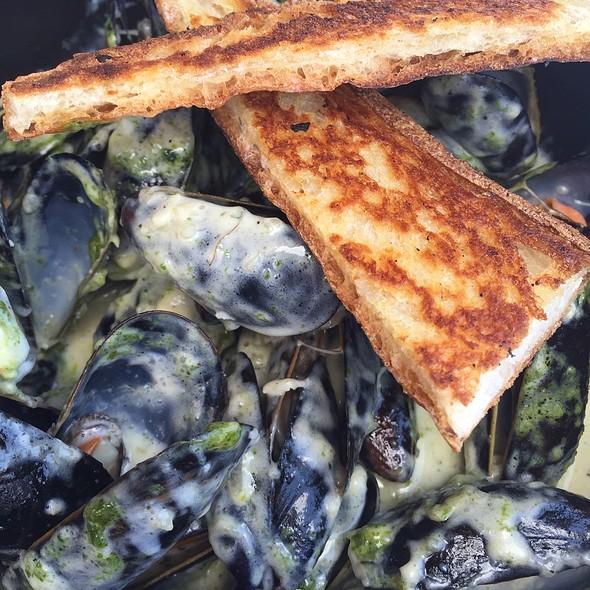 Sautéed Maine Mussels - Market Grille, Manchester, CT