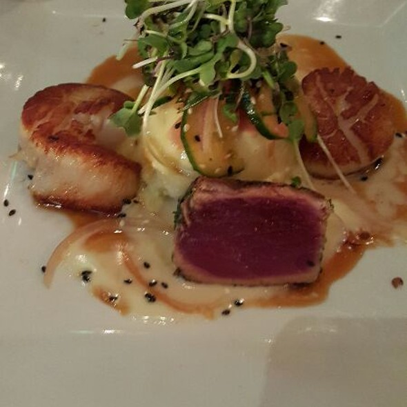 DUET OF CARAMELIZED DIVER SCALLOPS AND HAWAIIAN BIG EYE TUNA - Masraff's, Houston, TX