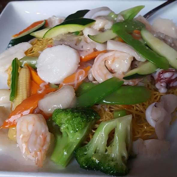 Mixed Seafood over Crispy Noodles - SHI, Long Island City, NY