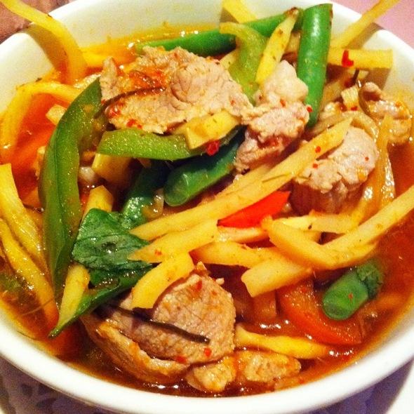Pongsri thai restaurant new york ny opentable for 24 star thai cuisine