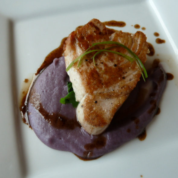 Seared tuna   Okinawan purple sweet potato puree   bok choi - Oasis on the Beach, Kapaa, HI