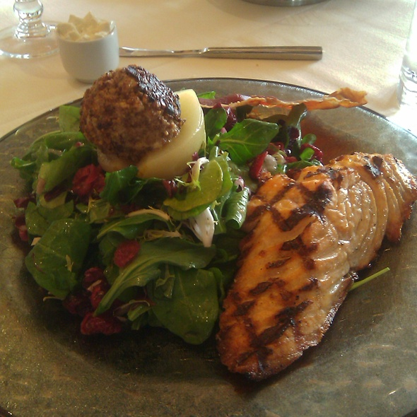 Salmon Spinach Salad - Cili, Las Vegas, NV