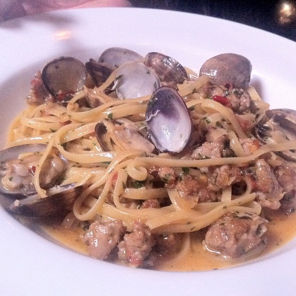 Linguine, Clams, Fennel Sausage, Garlic, Chili, White Wine - decarli, Beaverton, OR