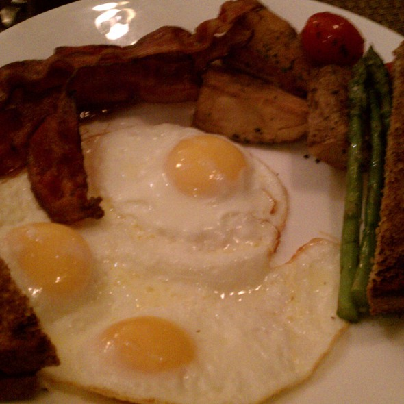 The Classic - The Round Table at the Algonquin Hotel, New York, NY