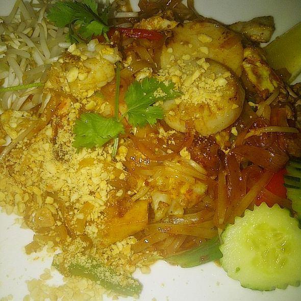 Seafood Pad Thai - Bangkok Garden, Toronto, ON