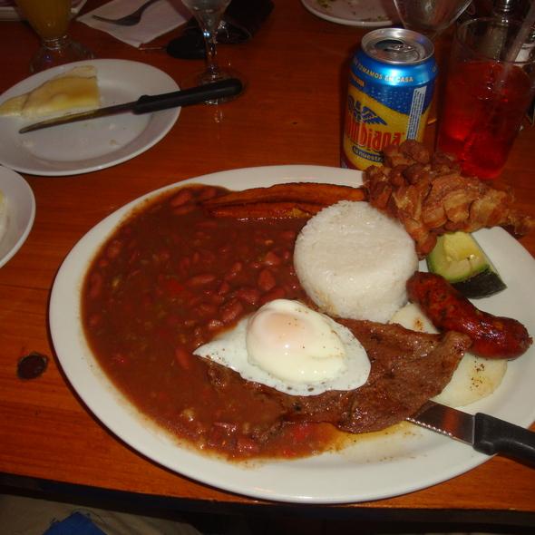 La Bandeja Paisa - Sabor A Cafe, Chicago, IL