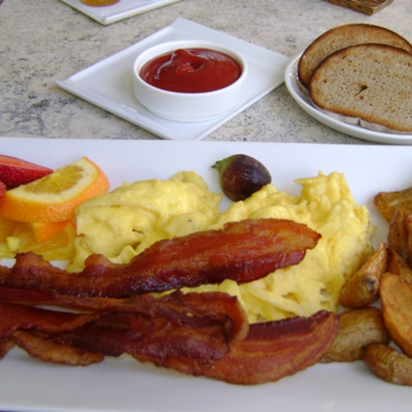 American Breakfast - Essensia Restaurant & Lounge, Miami Beach, FL