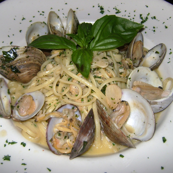 Linguini and Clams - Bistro Mezzaluna, Fort Lauderdale, FL