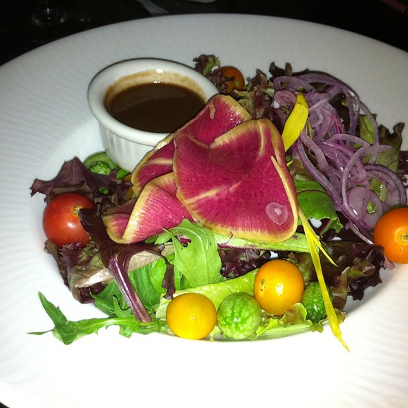 Spring Salad With Chocolate Vinagrette Special Events At Hershey Lodge Hershey Pa