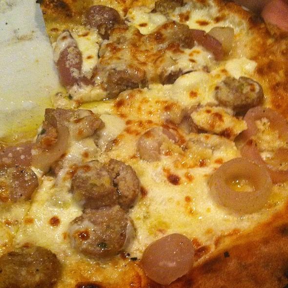 Pizza rustica con cipolla di Tropea e olive siciliane - Olio Pizzeria, Santa Barbara, CA