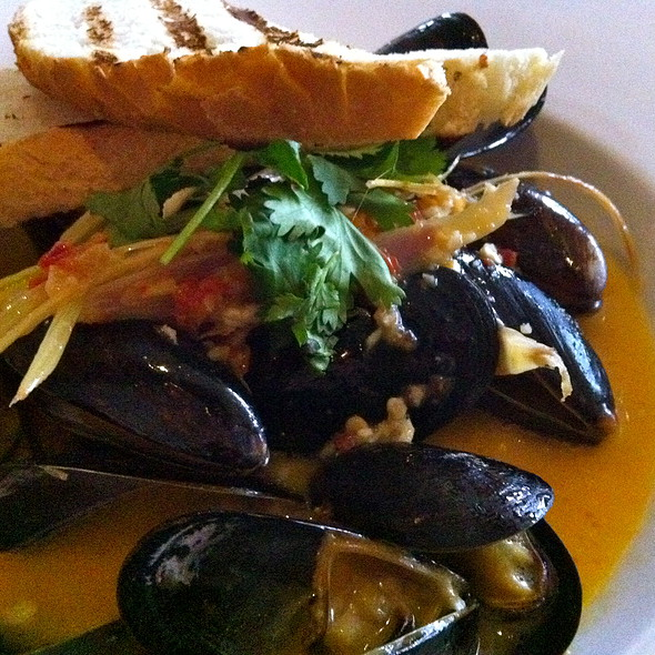 Lemongrass Scented Blue Hill Bay Mussels - Arterra, San Diego, CA