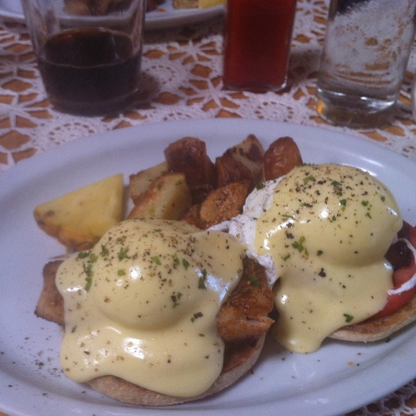 Fresh Catch Benedict - Market Fresh Bistro, Makawao, HI