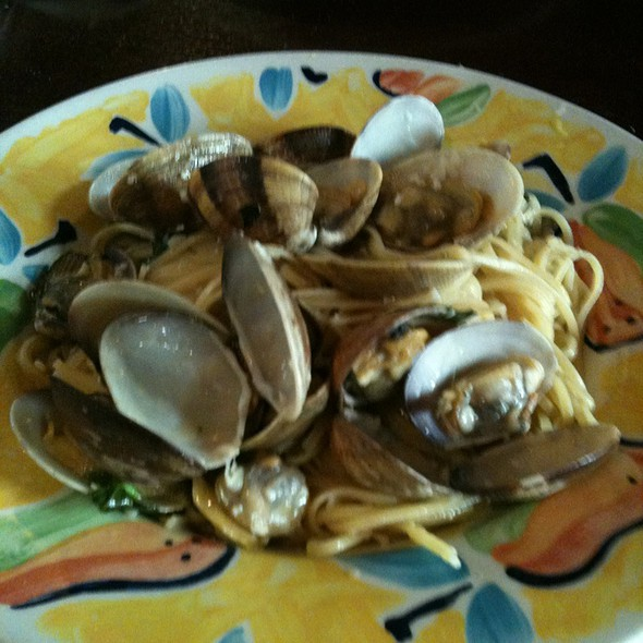 Linguine alle Vongole - Dimmi Bar and Trattoria, Toronto, ON