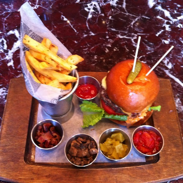 Public House Burger - Public Kitchen and Bar, Hollywood, CA