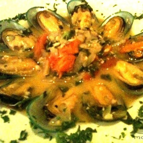 NZ Green Mussels in Garlic White Wine Sauce - Alexander's on 30th, San Diego, CA