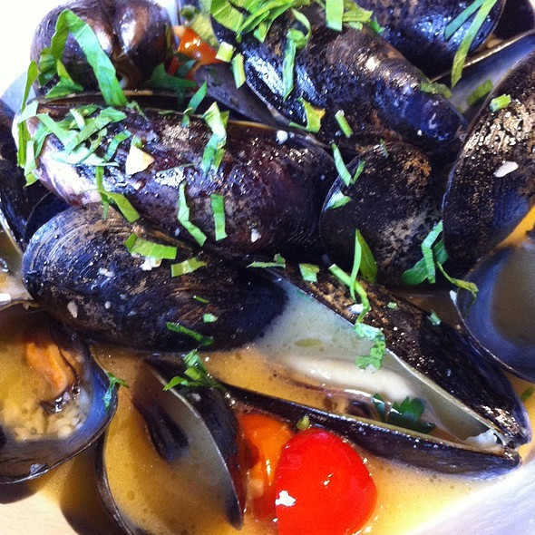 Steamed Blue Mussels - Simon Pearce Restaurant, Quechee, VT