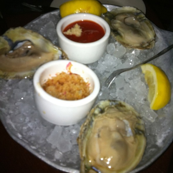 Delaware Bsy Oysters - Hugo's Frog Bar & Fish House - Naperville, Naperville, IL