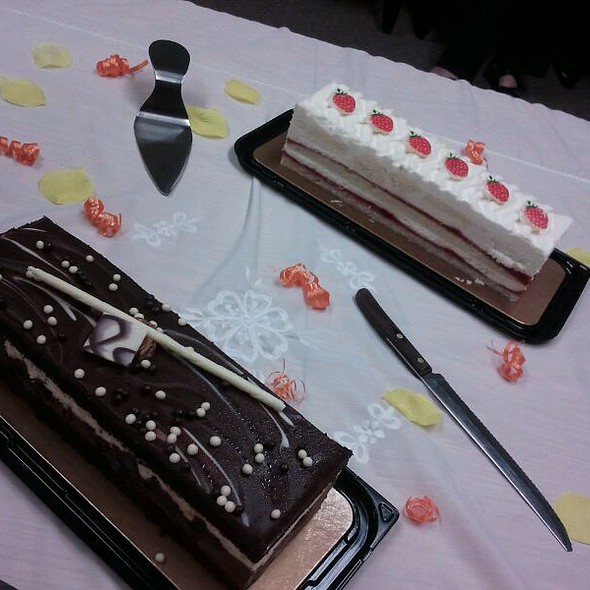 Costco Winnipeg Tuxedo Cake And Strawberry Short Cake