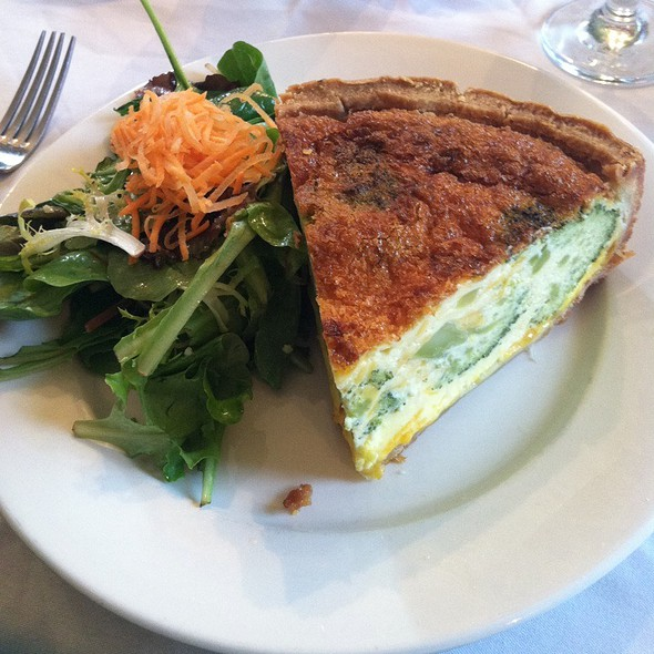 Broccoli And Ceddar Quiche - Robin's Nest Restaurant, Mount Holly, NJ